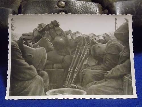 Four soldaten sleeping with gear all around
