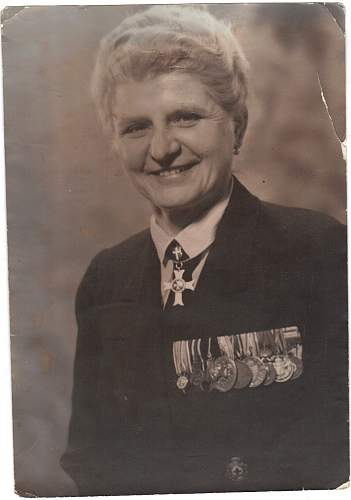 Click image for larger version.  Name:WW2 Female Military - Medical Personnel.jpg Views:4171 Size:84.5 KB ID:542049
