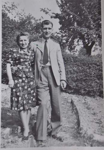 Click image for larger version.  Name:mamma%20and%20granddad.jpg Views:18 Size:202.0 KB ID:551063
