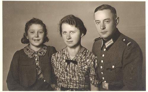 Click image for larger version.  Name:Polizei Family Waldheim.jpg Views:62 Size:82.9 KB ID:570486