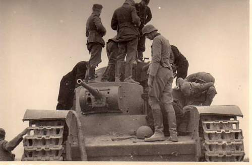 Click image for larger version.  Name:heavy artillary&tanks3017.jpg Views:180 Size:48.4 KB ID:57740