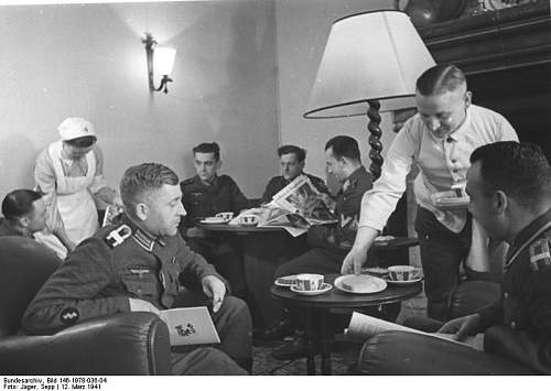Click image for larger version.  Name:Bundesarchiv_Bild_146-1978-036-04,_Frankreich,_Soldatenheim.jpg Views:144 Size:49.7 KB ID:736404