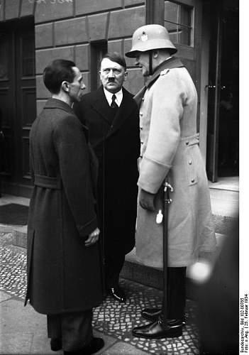 Click image for larger version.  Name:Bundesarchiv_Bild_102-00765,_Goebbels,_Hitler,_vom_Blomberg.jpg Views:93 Size:47.3 KB ID:838809