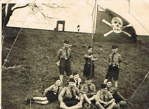 HJ/DJ Group with Totenkopf Flag...