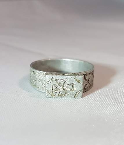 Click image for larger version.  Name:german ww2 ring 1.jpg Views:61 Size:74.2 KB ID:1005995