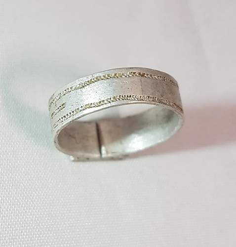 Click image for larger version.  Name:german ww2 ring 2.jpg Views:33 Size:72.5 KB ID:1005996