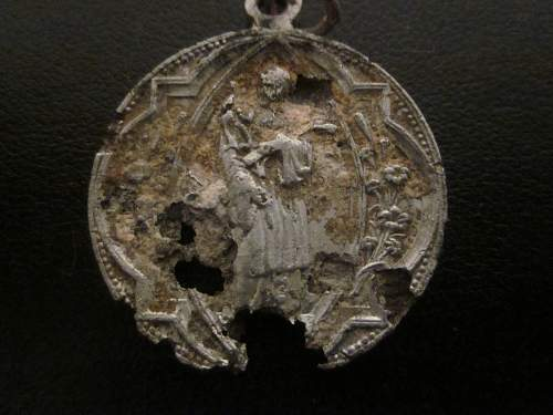 Small religious badge found on Foy battlefield
