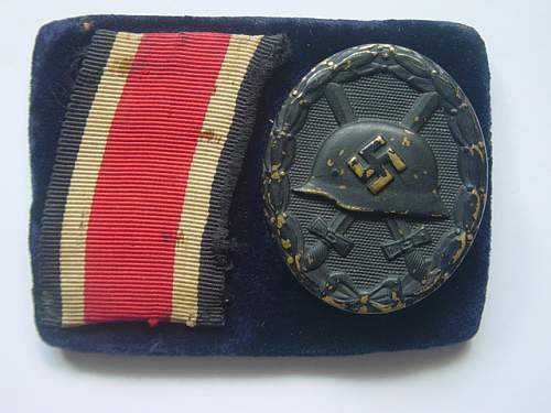 Click image for larger version.  Name:Wound badge and EKII ribbon on display backing 001.jpg Views:206 Size:148.7 KB ID:4422