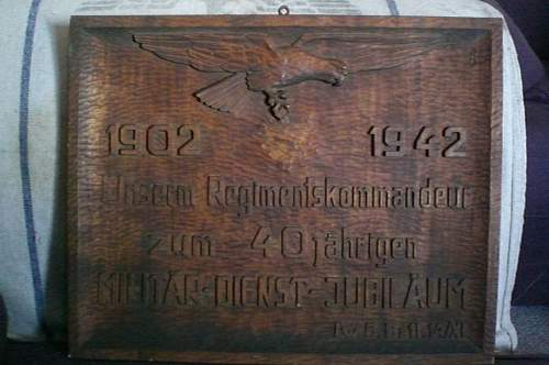 LW service commemorative carving