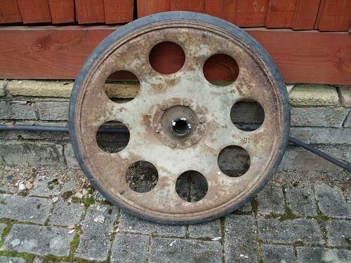 Click image for larger version.  Name:SdKfz 251 Outer Wheel No.2 Front 03-06-2014.jpg Views:24 Size:341.5 KB ID:1001580