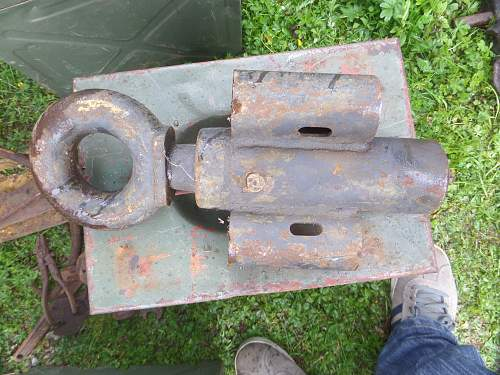 Help needed with ID of wheel hubs and towing hitch