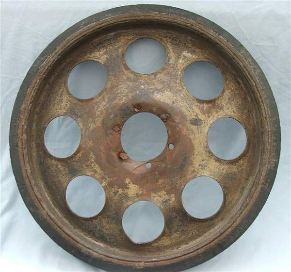 Click image for larger version.  Name:Sd Kfz 251 road wheel 006.jpg Views:127 Size:61.4 KB ID:20266