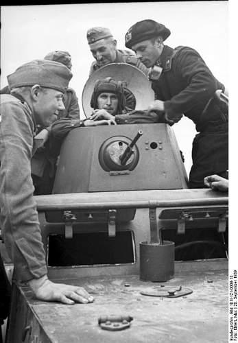 Click image for larger version.  Name:Bundesarchiv_Bild_101I-121-0008-13%2C_Polen%2C_Treffen_deutscher_und_sowjetischer_Soldaten.jpg Views:270 Size:51.5 KB ID:26685