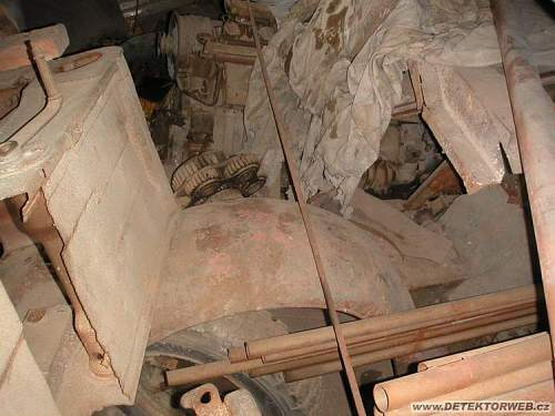 Sdkfz 251's, Kettenkrad, etc in a shed