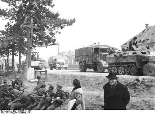 Click image for larger version.  Name:Bundesarchiv_Bild_146-1989-105-13A,_Ungarn,_deutscher_Rückzug.jpg Views:168 Size:71.2 KB ID:699226