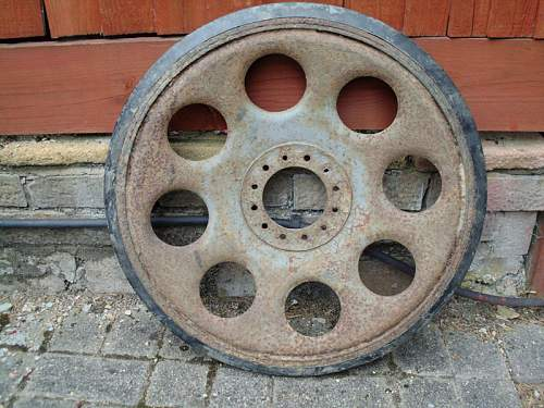 Click image for larger version.  Name:Sd.Kfz. 11 or 251 Inner Single Wheel1.jpg Views:60 Size:149.9 KB ID:715880