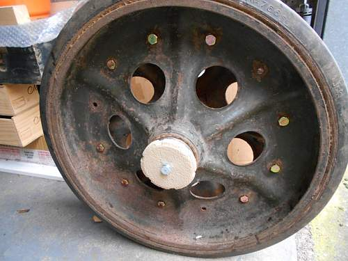 Click image for larger version.  Name:Sd.Kfz. 251 Hub Cap In Double Wheel 16-02-2015.jpg Views:182 Size:146.2 KB ID:804169