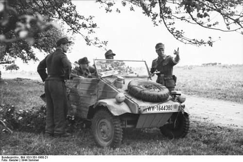 Click image for larger version.  Name:Bundesarchiv_Bild_101I-301-1960-21%2C_Nordfrankreich%2C_Soldaten_mit_VW-K%C3%BCbelwagen.jpg Views:4621 Size:67.0 KB ID:88573