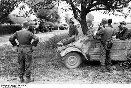 Click image for larger version.  Name:Bundesarchiv_Bild_101I-301-1960-24%2C_Nordfrankreich%2C_Soldaten_mit_VW-K%C3%BCbelwagen.jpg Views:2490 Size:87.3 KB ID:88574