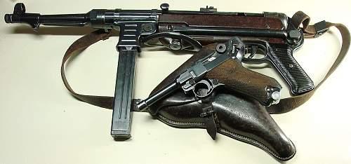 Click image for larger version.  Name:WWII German MP40 submachine gun.JPG Views:30123 Size:242.7 KB ID:70745