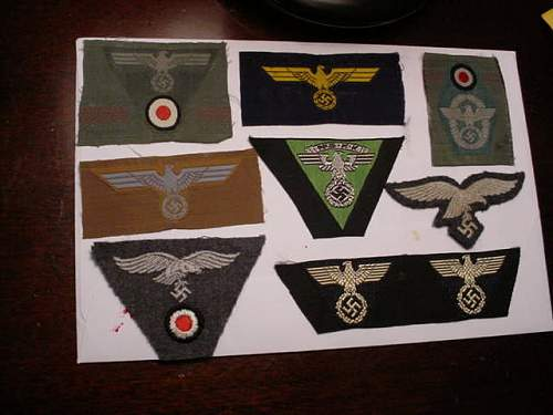 Some cap insignia for authentification.