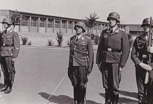 Luftwaffe tunics in period photos