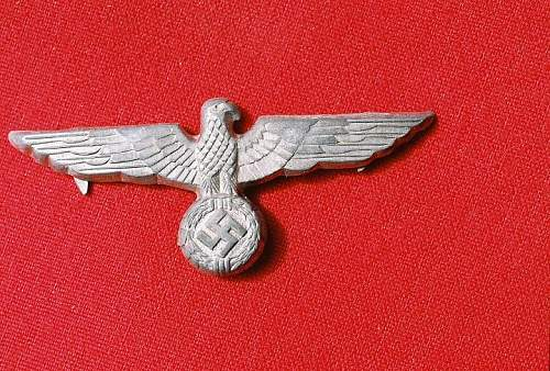 Army hat eagle and Jager badge,,good or bad??