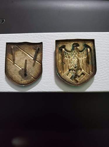 Tropical helmet pith insignias-authentic or fake?