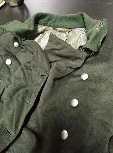 hello friends please opinions for this german coat its from ww2?? or post war???