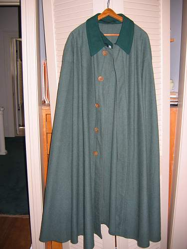 Any thoughts about this cape (umhang)?