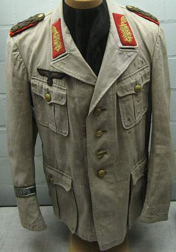 Click image for larger version.  Name:Rommel's_Africa_uniform, Deutsches Panzermuseum Munster - closeup.jpg Views:3006 Size:213.1 KB ID:149234