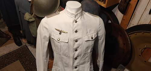 Kriegsmarine summer tunic or early wehrmacht officers tunic?