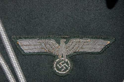 on infantry officer waffenrock tunic. Excellent condition!!!! Real or fake?
