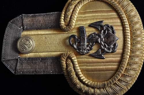 Kriegsmarine Epaulets for Leutnant zur See