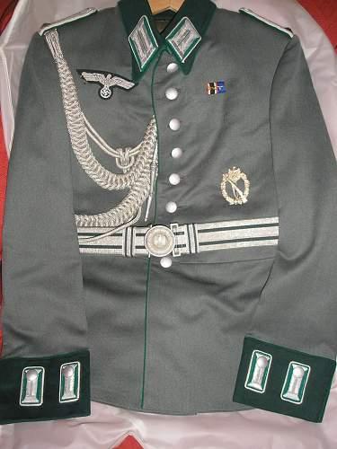 Heerbeamte Parade tunic, belt and schirmutze