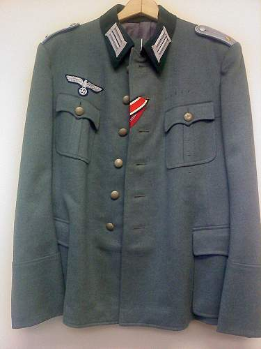 Click image for larger version.  Name:officer-tunic1.jpg Views:131 Size:231.1 KB ID:214354