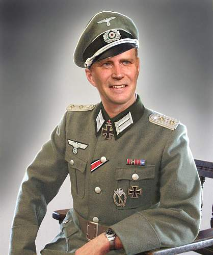 Click image for larger version.  Name:Hauptmann Heer, standard-issue M36 service dress.jpg Views:2886 Size:102.7 KB ID:223999
