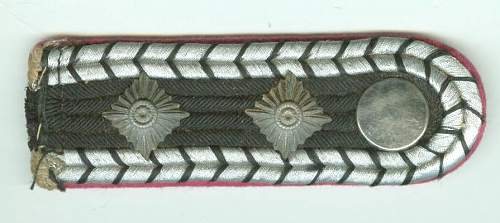 Can anyone ID this shoulder board?