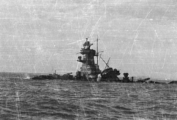 Click image for larger version.  Name:Hundimiento Graf Spee014-01 copia.jpg Views:121 Size:78.4 KB ID:23567