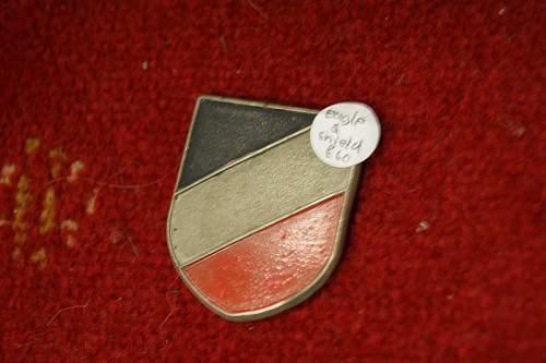 Luftwaffe tropenhelm insignia- genuine?