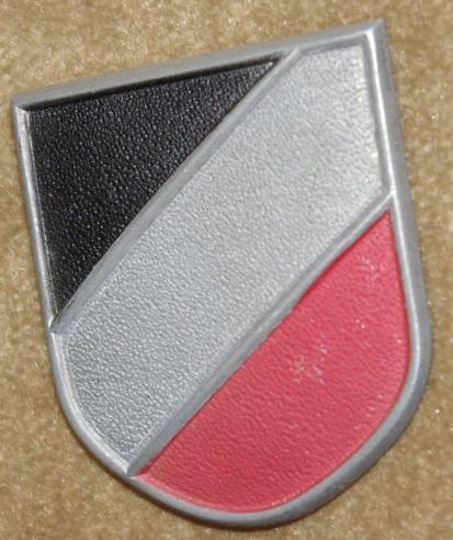 Tropenhelm national shield