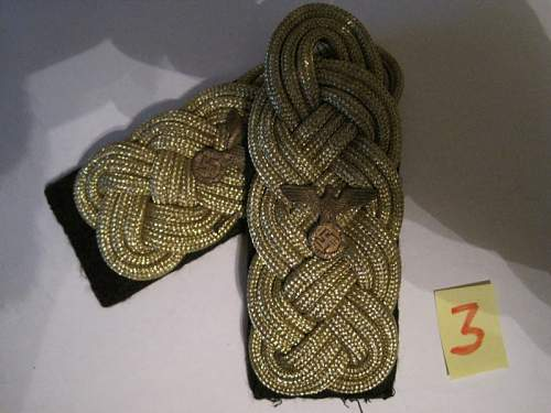 What are this shoulder boards and the collar tab for