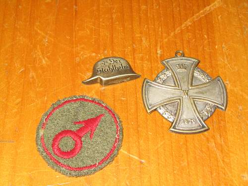 HELP IDing LARGE LOT OF GIFT INSIGNIA + MORE!