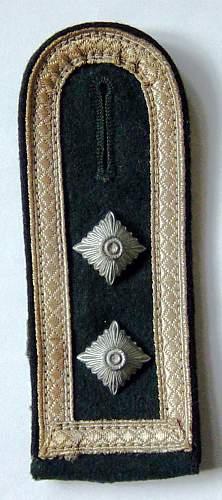 A few Heer Pioneer Oberfeldwebel's shoulder straps