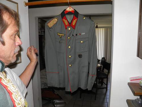 Click image for larger version.  Name:GeneralsUniform5Tunic.jpg Views:134 Size:237.4 KB ID:348390