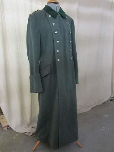 Blanket lined Heer Officer Greatcoat . lighter green collar than usual