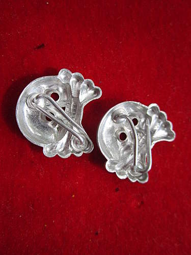2X Heer Panzer collar tab skulls