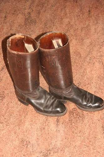 Are this legit WW2 Boots?