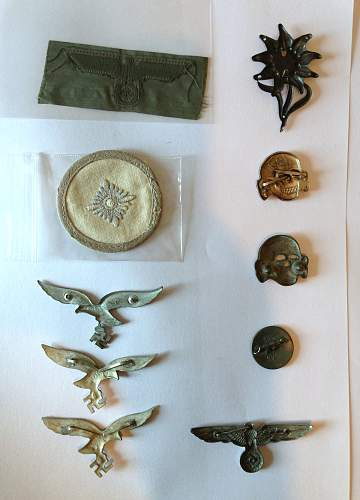 Small Collection of Eagles , shoulder boards and collar patches for assessment please.