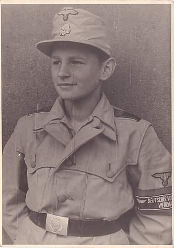 Click image for larger version.  Name:Insignia;SS, buckle & shoulder strap;HJ, armband;Volkssturm.jpg Views:1575 Size:69.0 KB ID:536747